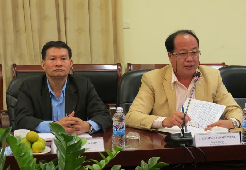TS. Khăm-sen Thăm-ma-vông, Phó Vụ trưởng Vụ Đào tạo Cán bộ, Ban Tổ chức Trung ương Lào phát biểu tại buổi làm việc