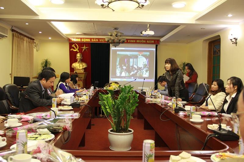 PGS. TS. Lê Thị Vân Hạnh phát biểu tại buổi gặp mặt