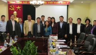 Các đại biểu dự họp chụp ảnh lưu niệm