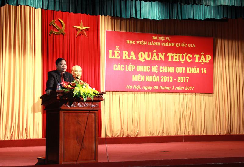 PGS.TS. Nguyễn Văn Hậu gửi lời chúc tới các em sinh viên