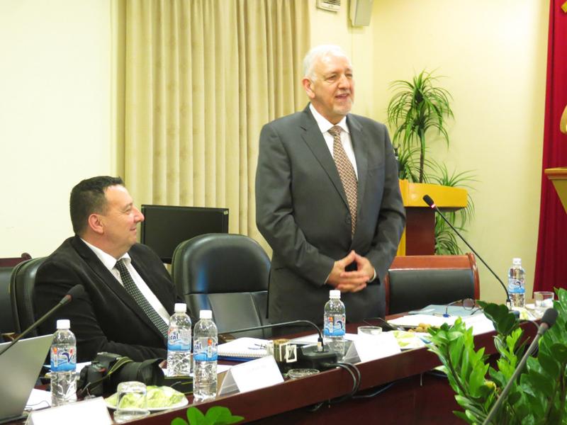 Ông Oliver Laurens – Bernard, Nguyên Tỉnh trưởng, Cố vấn Cao cấp về Đào tạo của CHEMI phát biểu tại Lễ bế giảng