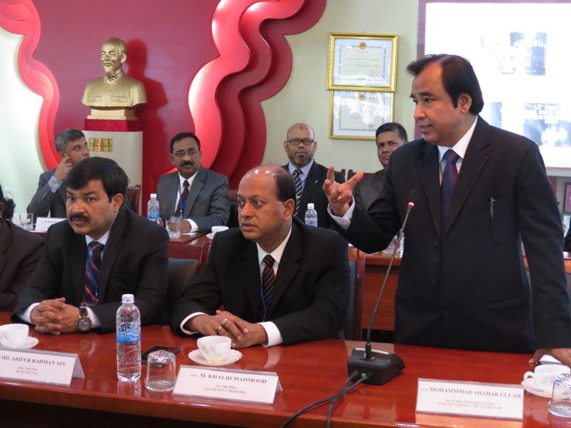 Ông Mohammad Shahab Ullab Đại sứ Băng-la-đét tại Việt Nam phát biểu chào mừng lễ khai giảng