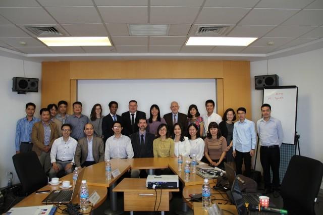 Các báo cáo viên và các học viên tham gia khóa tập huấn