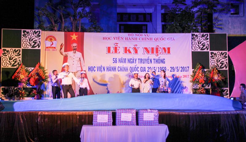 Tiết mục văn nghệ của Đoàn cơ sở Học viện tại TP. Hồ Chí Minh