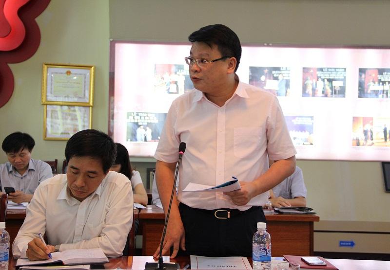 ThS. Bùi Huy Tùng - Chánh Văn phòng Học viện báo cáo tình hình hoạt động của Học viện trong tháng 4/2017