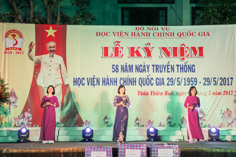 Tiết mục văn nghệ của Đoàn Học viện tại Hà Nội