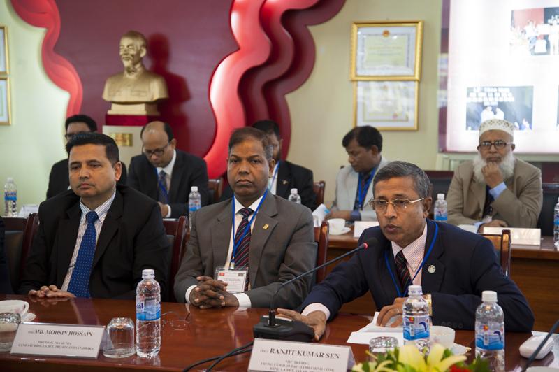 Ông Ranjit Kumar Sen, hàm Thứ trưởng, Thành viên Ban Lãnh đạo Trung tâm Đào tạo Hành chính công phát biểu