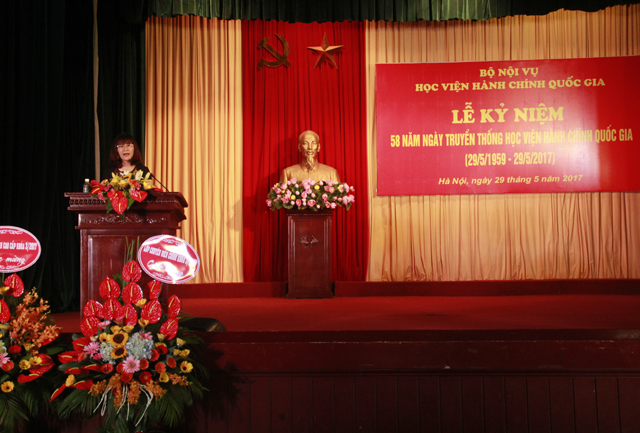 TS. Nguyễn Thị Hà – Phó Trưởng Khoa Văn bản và Công nghệ Hành chính phát biểu tại buổi Lễ
