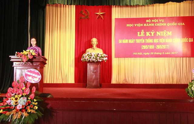Sinh viên Nguyễn Thị Thanh Trang – Lớp KH15TT, đại diện cho các khóa sinh viên phát biểu cảm nghĩ