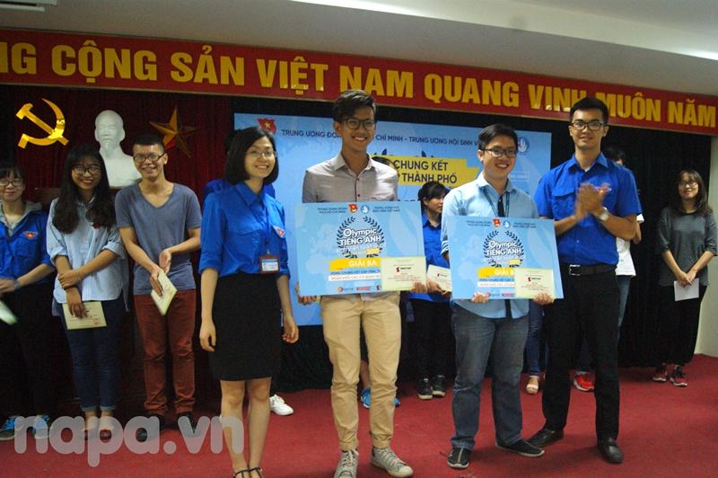 Ban Tổ chức trao giải ba cho các thí sinh