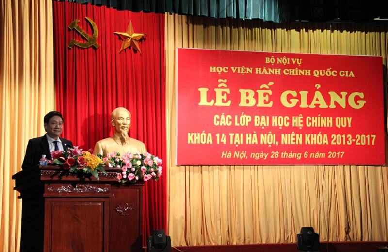 TS. Lê Như Thanh – Phó Giám đốc Thường trực Học viện  phát biểu chúc mừng các em sinh viên ĐHHC hệ chính quy khóa 14