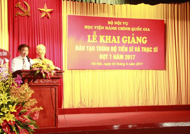 TS. Nguyễn Minh Sản - Phó trưởng khoa Sau đại học công bố Quyết định công nhận trúng tuyển NCS và học viên cao học