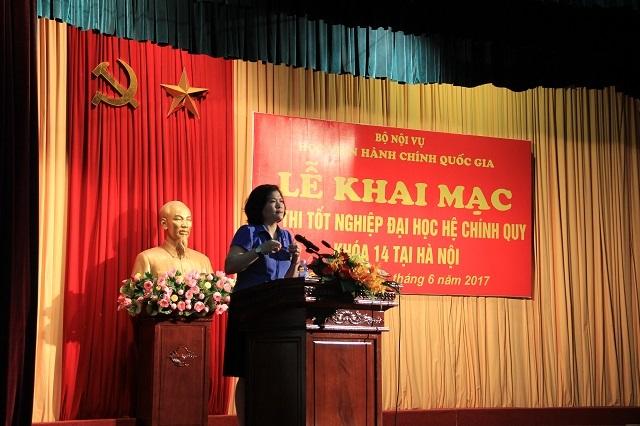 ThS. Phan Thị Thanh Hương - Trưởng Phòng Đào tạo đại học phổ biến quy chế thi, công bố các quyết định thành lập Ban Chỉ đạo kỳ thi, Ban Coi thi, Ban Thanh tra.