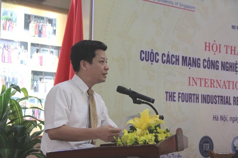 TS. Đặng Thành Lê – Phó Viện trưởng phụ trách Viện Nghiên cứu Khoa học hành chính giới thiệu đại biểu tham dự Hội thảo
