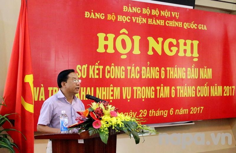 Đồng chí Nguyễn Đăng Quế - Bí thư Chi bộ Phân viện khu vực Tây Nguyên phát biểu tham luận tại Hội nghị