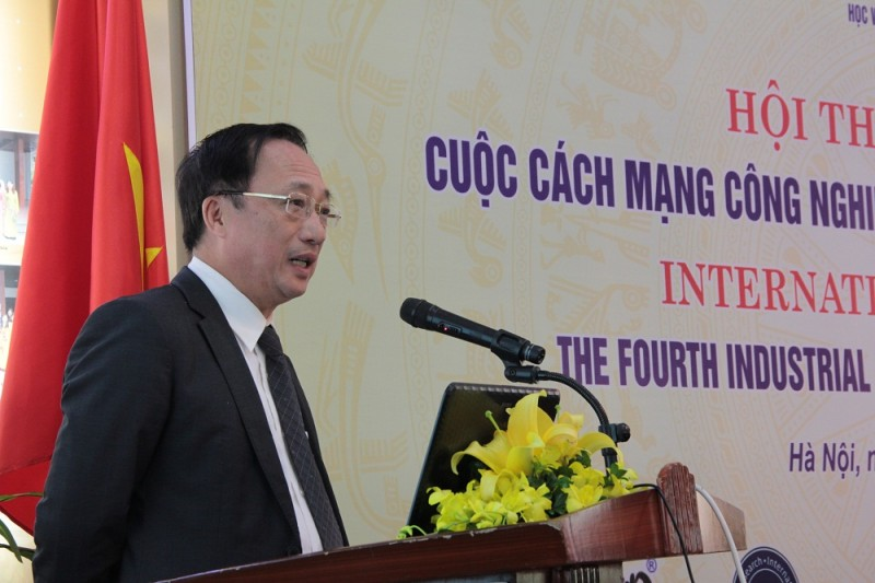 PGS.TS. Nguyễn Văn Thành – Ủy viên Trung ương Đảng, Thứ trưởng Bộ Công an trình bày tham luận tại Hội thảo