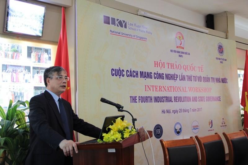 PGS.TS. Trần Đình Thiên – Viện trưởng Viện Kinh tế Việt Nam trình bày tham luận tại Hội thảo