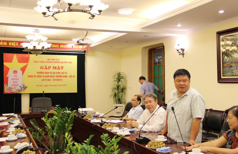 Đồng chí Hoàng Văn Chức phát biểu tại buổi gặp mặt