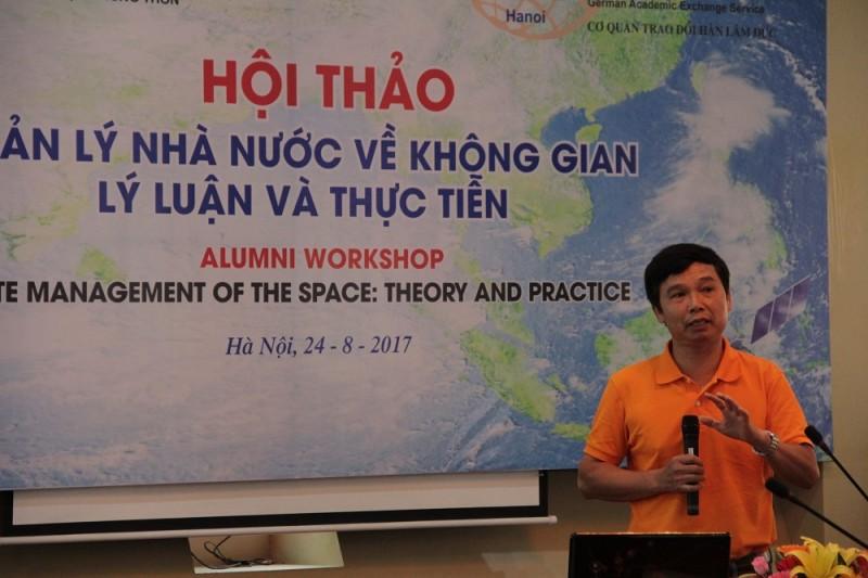 TS. Lê Như Ngà - Viện Cơ học, Viện Hàn lâm Khoa học và Công nghệ Việt Nam trình bày tham luận tại Hội thảo