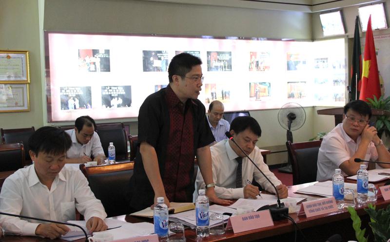 Các đại biểu tham gia đóng góp ý kiến tại buổi giao ban