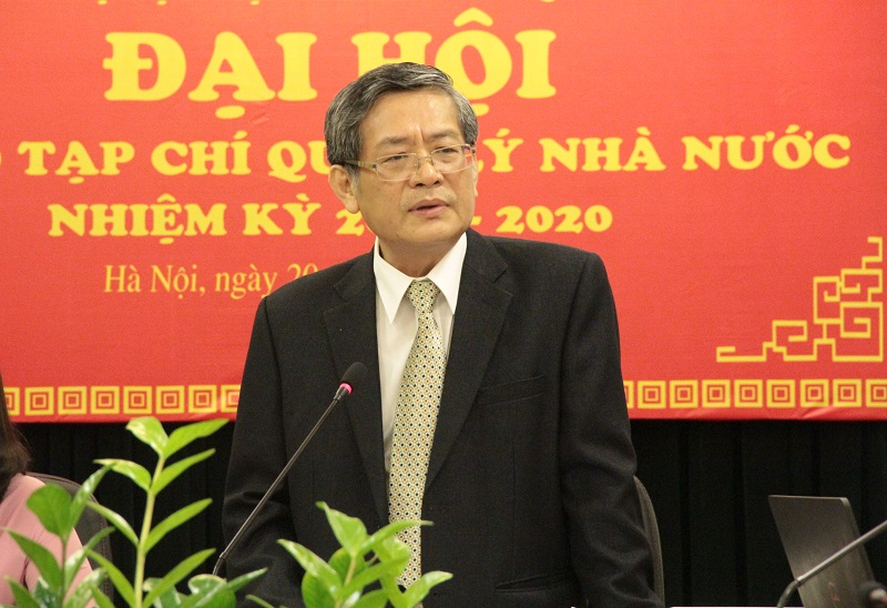 PGS.TS. Lưu Kiếm Thanh thay mặt Đoàn Chủ tịch trình bày Báo cáo chính trị tại Đại hội
