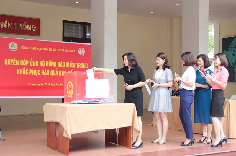 Hình ảnh các đơn vị, tổ công đoàn và cán bộ, đoàn viên Công đoàn Học viện Hành chính Quốc gia chung tay quyên góp ủng hộ đồng bào miền Trung