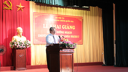 TS. Đặng Xuân Hoan phát biểu khai giảng lớp bồi dưỡng ngạch chuyên viên cao cấp khóa VIII