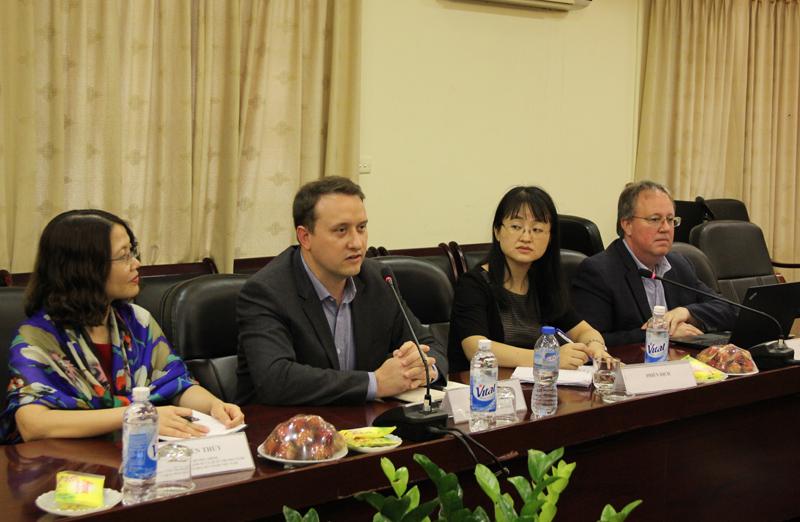 Ông Mike Bradow, Điều phối khu vực Châu Á, Trung tâm DRG, USAID phát biểu tại buổi làm việc