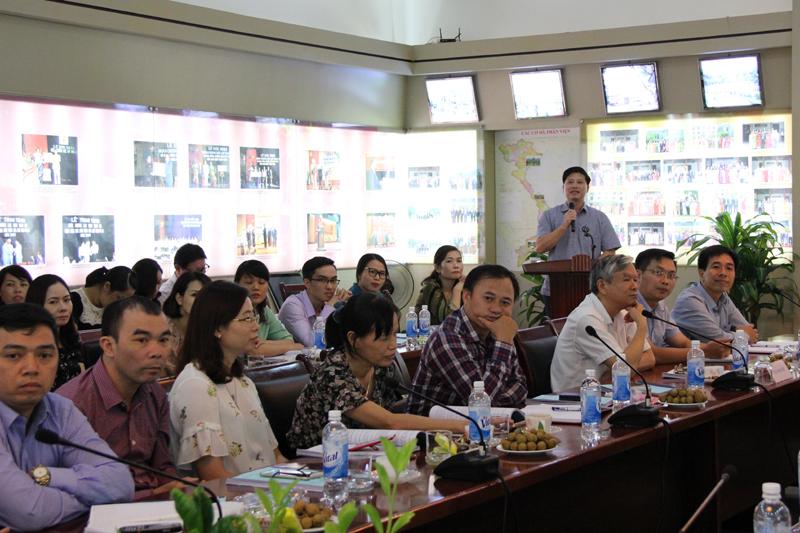 Đại diện Trường Đào tạo, bồi dưỡng cán bộ, công chức giới thiệu về 67 công chức, viên chức và người lao động