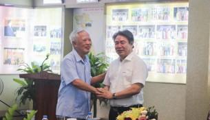 TS. Đặng Xuân Hoan – Giám đốc Học viện trao đổi với nguyên Phó Thủ tướng Vũ Khoan tại Tọa đàm