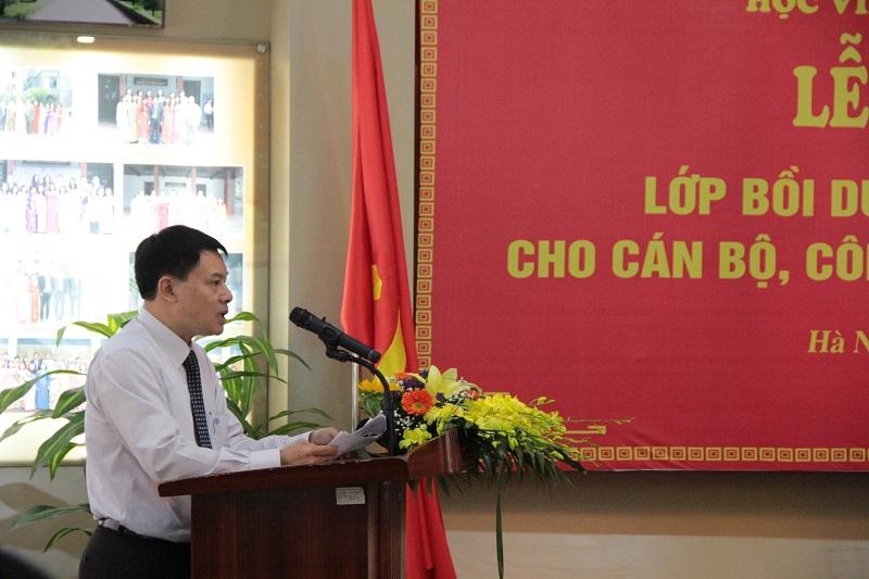ThS. Tống Đăng Hưng – Phó Trưởng Khoa Đào tạo, bồi dưỡng công chức và tại chức công bố quyết định mở lớp