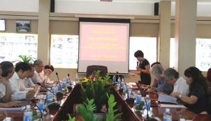 TS. Nguyễn Thị Thanh Thủy giới thiệu đại biểu