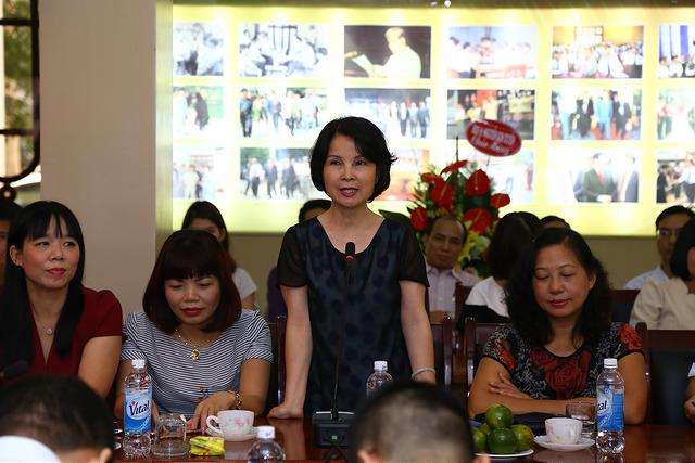 PGS.TS. Lê Chi Mai  nguyên Trưởng khoa  Khoa Sau Đại học phát biểu tại buổi Lễ
