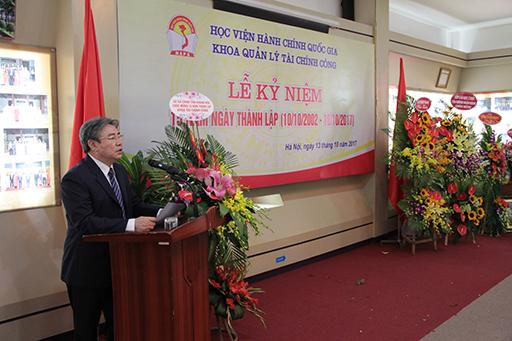TS. Đặng Xuân Hoan phát biểu chúc mừng Tập thể cán bộ, giảng viên, viên chức cho Khoa Quản lý tài chính công