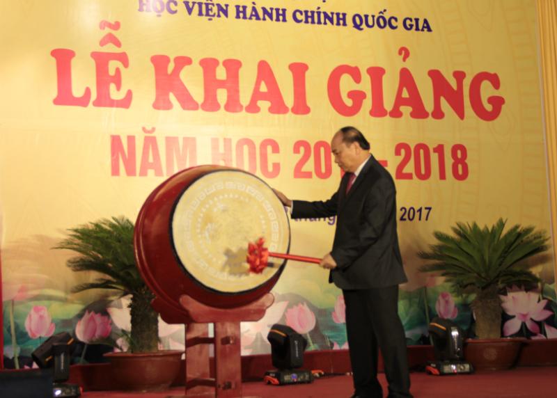 Thủ tướng Chính phủ gióng hồi trống khai giảng năm học mới