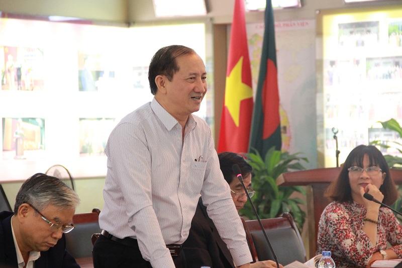 PGS.TS. Bùi Huy Khiên – Phó Trưởng Khoa Hành chính học trao đổi tại Tọa đàm