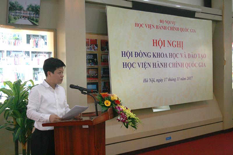 TS. Đặng Thành Lê, Phó Viện trưởng phụ trách Viện Nghiên cứu trình bày báo cáo tình hình hoạt động khoa học, công nghệ của Học viện năm 2016 - 2017 và định hướng thực hiện nhiệm vụ khoa học, công nghệ 2018