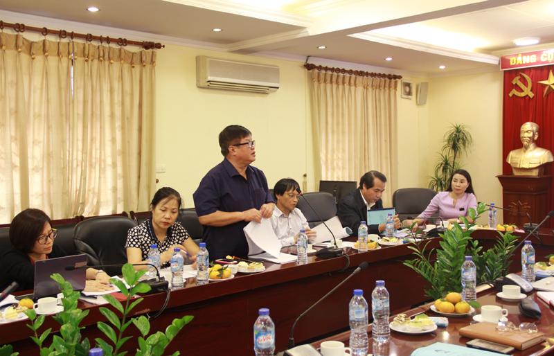 PGS.TS. Hoàng Văn Chức - giảng viên khoa QLNN về xã hội trình bày tại Tọa đàm
