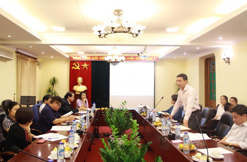 TS. Vũ Xuân Thanh - Giảng viên khoa QLNN về xã hội trình bày tại Tòa đàm