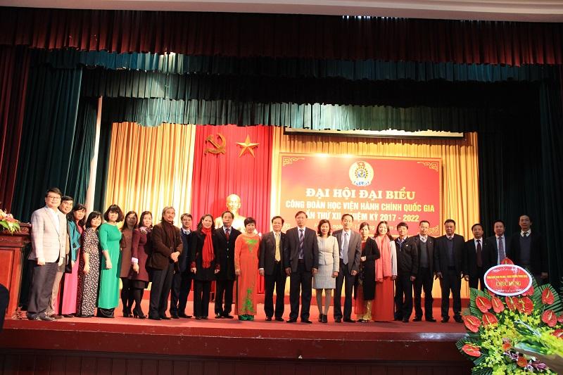 Các đại biểu dự Đại hội chụp ảnh lưu niệm