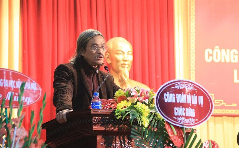 Đồng chí Nguyễn Quốc Tuấn – Phó Chủ tịch Công đoàn Học viện báo cáo tóm tắt về các hoạt động của Công đoàn Học viện nhiệm kỳ 2012 – 2017