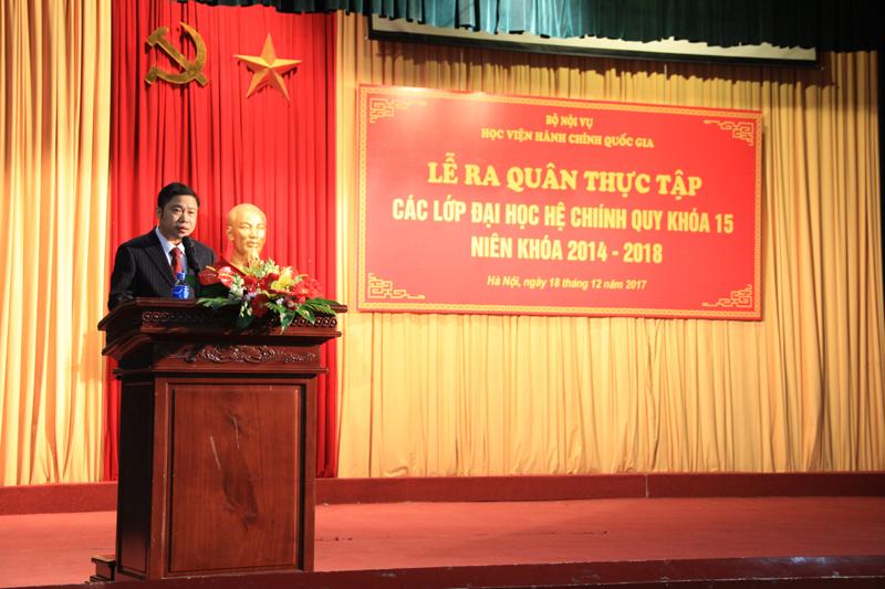 PGS.TS. Nguyễn Văn Hậu đọc các quyết định liên quan đến đợt thực tập của sinh viên KH15