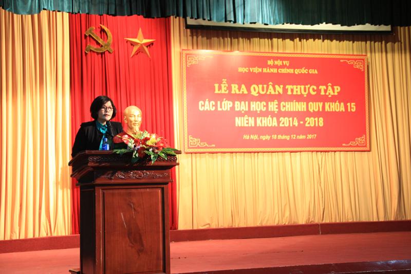 ThS. Phan Thị Thanh Hương phổ biến nội quy, quy chế trong kỳ thực tập với sinh viên KH15