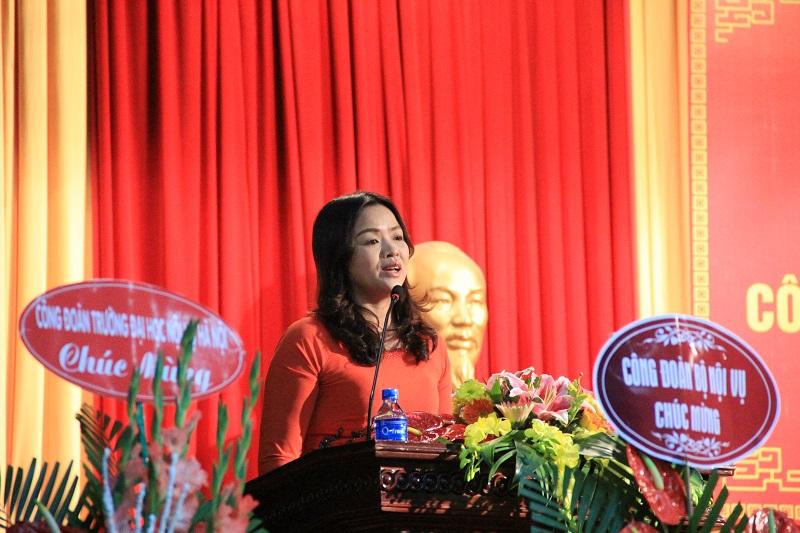 Đại diện Công đoàn cơ sở Học viện tại TP. Hồ Chí Minh tham luận tại Đại hội