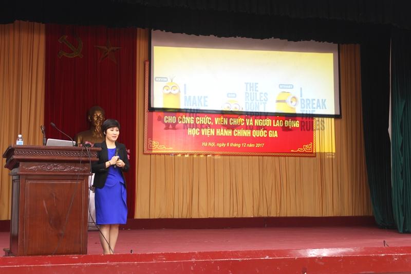 TS. Lê Thị Thu Lan trình bày các nội dung của chuyên đề Luật Bảo hiểm xã hội