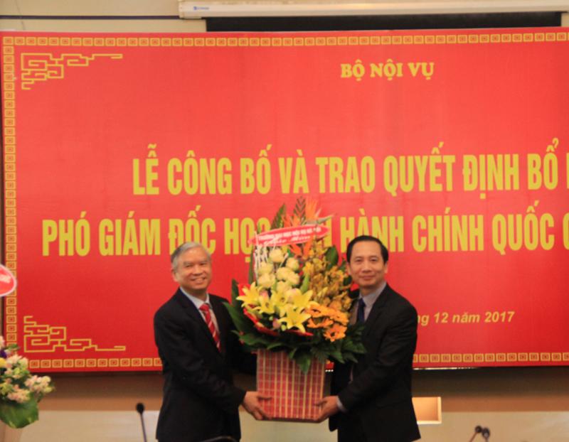 Các đơn vị trong và ngoài Học viện gửi hoa chúc mừng các đồng chí Phó Giám đốc