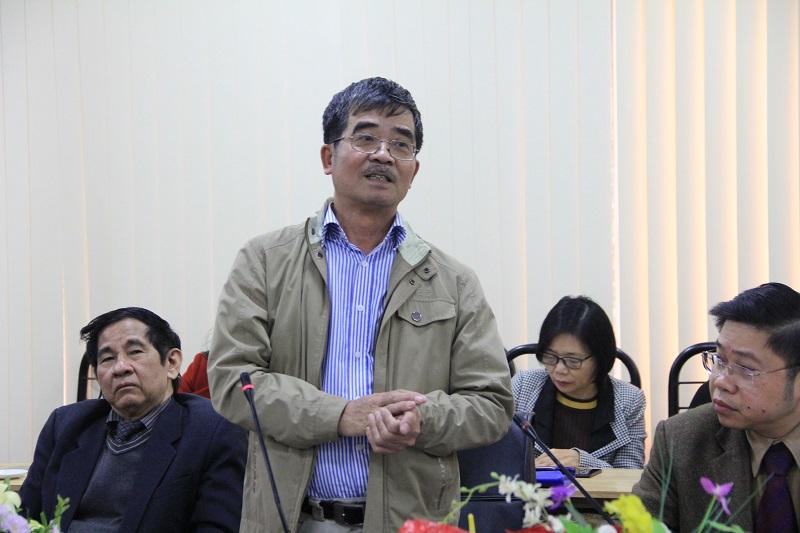 Các ủy viên Ban Chấp hành Hội Khoa học Hành chính đóng góp ý kiến vào Dự thảo Báo cáo kết quả hoạt động của Hội