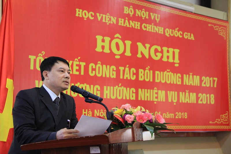 ThS. Tống Đăng Hưng – Phó Trưởng Khoa ĐTBD công chức và tại chức báo cáo về thực trạng công tác bồi dưỡng năm 2017 và phương hướng công tác năm 2018 của Học viện