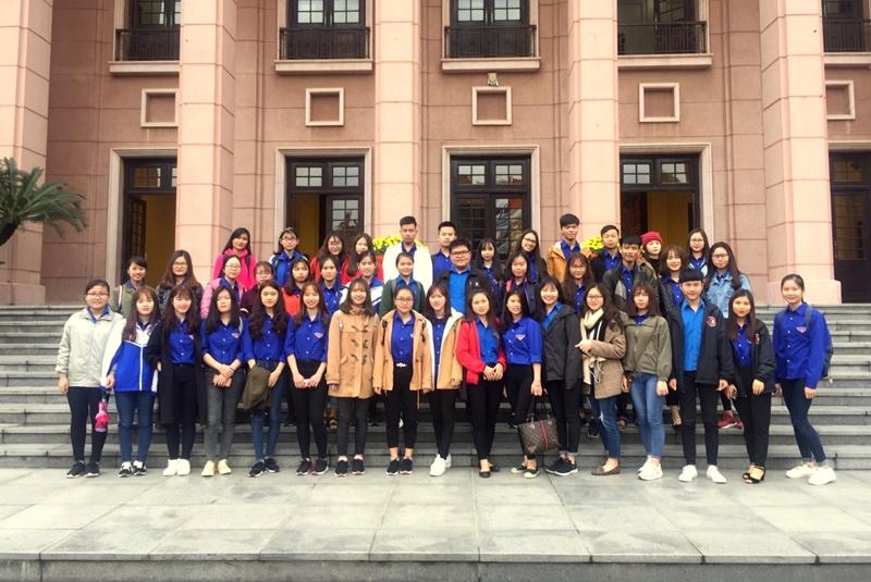 Đoàn đại biểu Đoàn Thanh niên Học viện Hành chính Quốc gia tham dự Hội nghị chụp ảnh lưu niệm