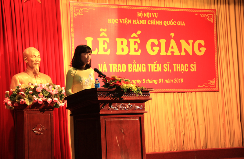 TS. Hoàng Mai – Phó Trưởng Khoa Sau Đại học tóm tắt quá trình công tác và nghiên cứu của các Tân Tiến sĩ
